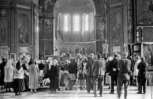 129367 12.08.1943 Молебен в одной из церквей Харькова. Фридлянд/РИА Новости
