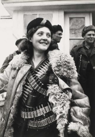 sovetskaja-devushka-partizan