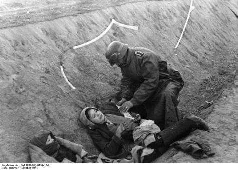 Russland, Versorgung einer verletzten Frau