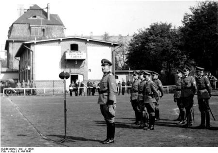 Verabschiedung eines Reservebataillons nach Norwegen, 9.5.1940; [v.links] Gen. Daluege, Gen. Klinger, Gen. v. Bomhard, SS Gf. Heissmeyer, Obstlt. Blöcher, Kd. Gr. West, Ob. Herf