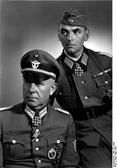 Oberstleutnant Giese [Griese] mit Major Pannier Berlin, 22.5.42