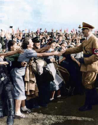 Adolf_Hitler_001