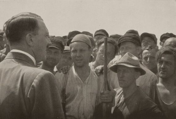 Hitler_beim_volk