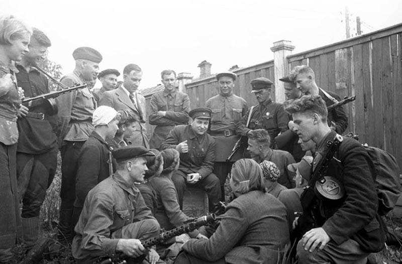 Почему немцы наших партизан называли бандитами