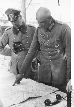 250px-Bundesarchiv_Bild_146-1985-037-34A,_Russland,_Generaloberst_Adolf_Strauß